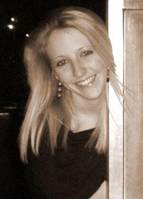 Elle Field author photo